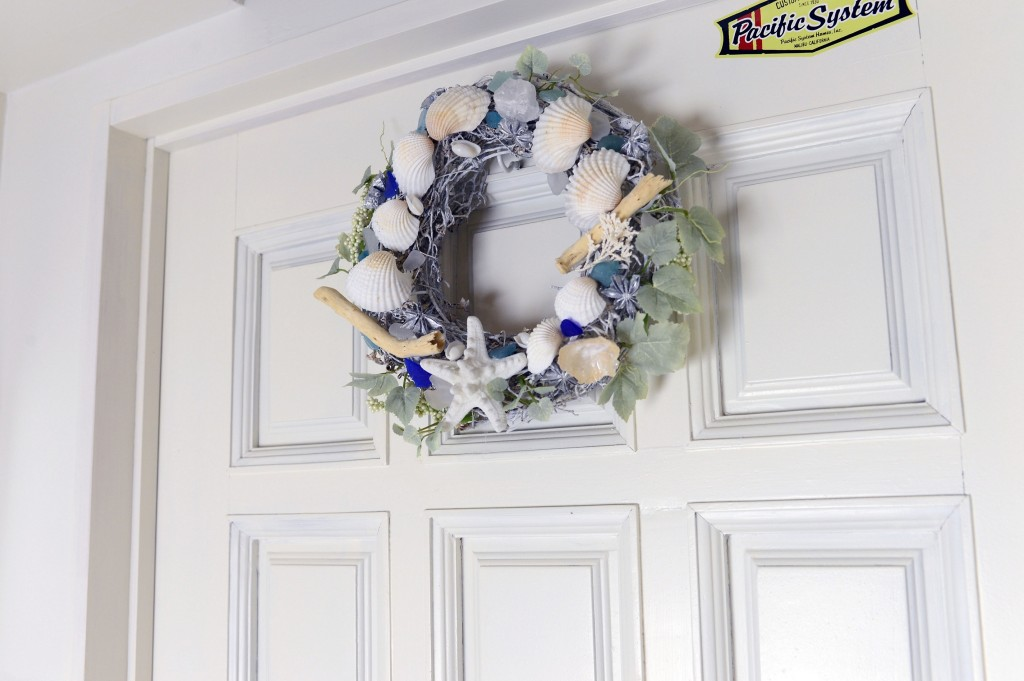 SHELL WREATH DOOR1